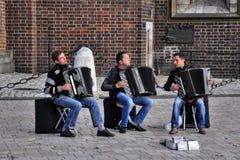 街道音乐家在克拉科夫 免版税库存照片