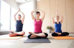 瑜伽类 免版税库存图片