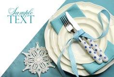 美丽的水色蓝色欢乐圣诞节餐桌餐位餐具 免版税库存照片
