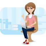 有膝上型计算机的动画片逗人喜爱的女孩在办公室 免版税库存图片
