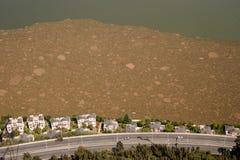 从天线的污染在湖,昆明城市,中国 图库摄影