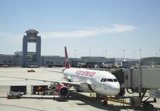 维尔京准备好美国的航空器在拉斯维加斯机场离开 库存图片