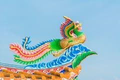 在中国人寺庙屋顶的装饰 免版税库存照片