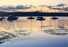 Βάρκες που δένονται στο σούρουπο Στοκ Εικόνα
