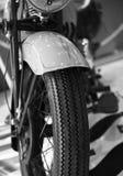 Μπροστινή άποψη μιας εκλεκτής ποιότητας μοτοσικλέτας Στοκ Εικόνα