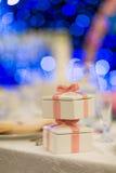 背景高雅礼品重点变粉红色浪漫符号婚礼 库存图片