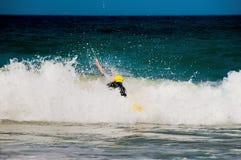 Στα κύματα Στοκ εικόνα με δικαίωμα ελεύθερης χρήσης