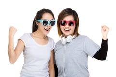 两亚洲妇女爱音乐 免版税库存图片