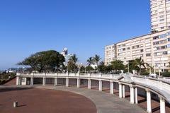海滩前的空的圆形剧场在德班南非 库存照片