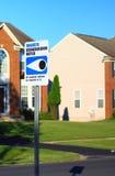 Знак присмотра за соседями Стоковое Изображение RF
