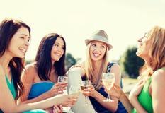 戴香槟眼镜的女孩在小船 免版税库存照片