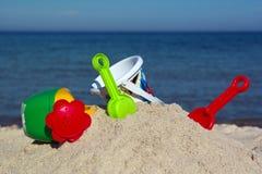 孩子的被设置使用在沙子 免版税库存照片