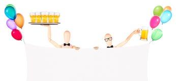 与横幅、气球和啤酒的商人 免版税库存图片