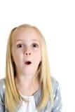 有激动或惊奇的表示的可爱的白肤金发的女孩 库存照片