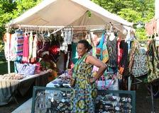 明亮摊贩微笑在孟菲斯意大利节日,孟菲斯田纳西 免版税库存照片