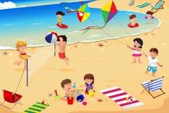 пристаньте малышей к берегу Стоковое Изображение