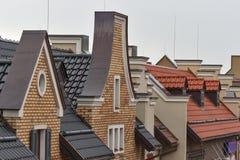 荷兰样式屋顶在雨中 库存照片