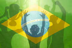 Флаг футболистов чемпиона выигрывая бразильский Стоковое Изображение RF