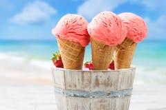 Κλείστε επάνω τα παγωτά φραουλών Στοκ φωτογραφία με δικαίωμα ελεύθερης χρήσης
