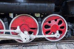 乐山市,四川文化走廊火车前卫队击倒在蜂岩石的火车站 库存图片