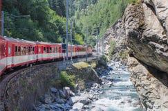 高山火车在瑞士阿尔卑斯 免版税库存照片