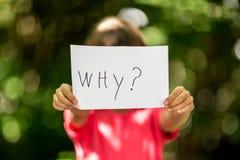 Девушка с почему знак Стоковое Изображение