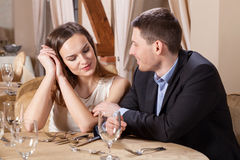 浪漫会议在餐馆 免版税库存照片