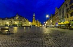 美丽的历史市政厅夜照片在弗罗茨瓦夫,波兰 免版税库存照片