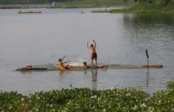 戏剧在水中 免版税库存照片