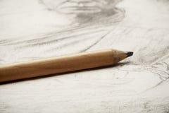 艺术家图画由铅笔的在纸 免版税库存照片