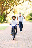 男孩自行车第一次 免版税库存图片