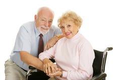 夫妇残疾前辈 免版税库存照片