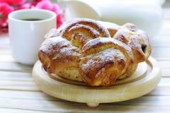 传统法国奶油蛋卷酥皮点心 库存图片