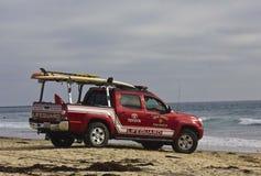 在日落的救生员车在圣地亚哥 库存图片
