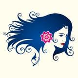 在花卉样式的美丽的妇女剪影 免版税库存照片