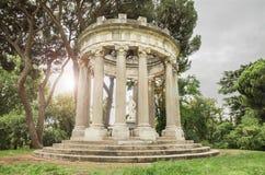 一个古老罗马寺庙的幻想风景 免版税库存照片