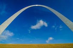 门户曲拱雕塑在圣路易斯密苏里 免版税库存图片