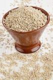 在碗的被去壳的大麦米 免版税库存照片