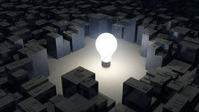 明亮的电灯泡和城市,绿色能量概念的图象 库存图片