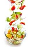落入玻璃碗的新鲜蔬菜 免版税库存照片