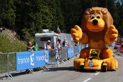 环法自行车赛的宣传有蓬卡车 免版税库存图片