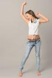 十几岁的女孩跳舞唱歌享受音乐 库存图片