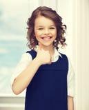 显示赞许的青春期前的女孩 图库摄影