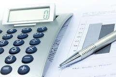 计算器和笔 免版税库存照片