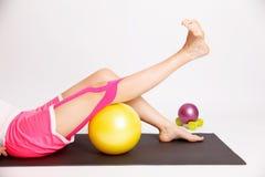 膝盖的物理疗法治疗 免版税库存图片