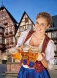 年轻性感的慕尼黑啤酒节妇女 免版税库存照片