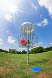 圆盘高尔夫球篮子 免版税库存图片