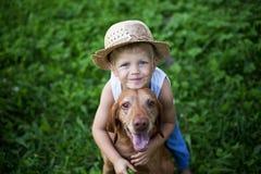 概念:在人和动物之间的友谊 免版税库存图片