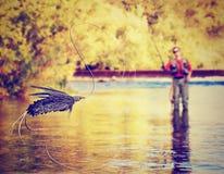人用假蝇钓鱼 免版税库存照片