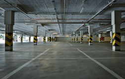 стоянка автомобилей влияния контраста цветов подземная Стоковые Фото